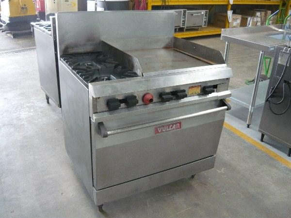 For Sale Vulcan Commercial Gas Stove Oven With Griddle Hot