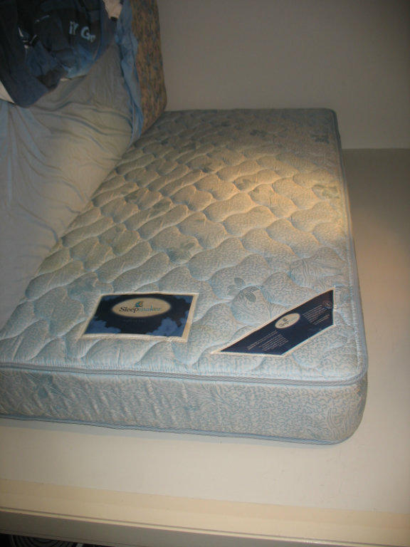 For sale high quality king size single mattress negotiable for Good quality single beds